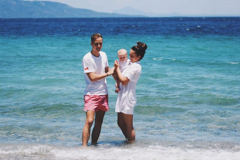 Филиппины с ребенком