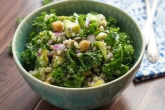 Вегетарианский салат: нут, фета, и перловая крупа!