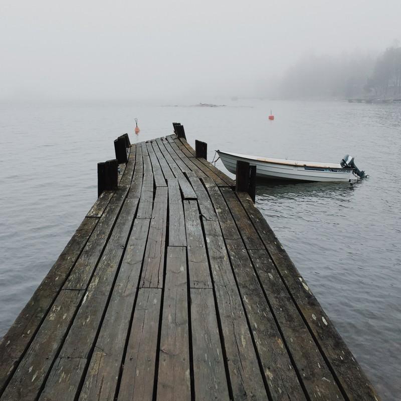 озеро, мост и лодка