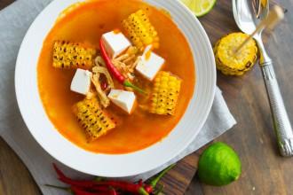 Легкий суп с красным перцем и кукурузой