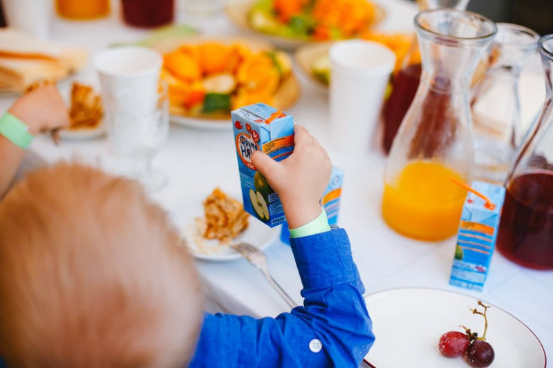 Первый прикорм в разных странах: чем кормят малышей?