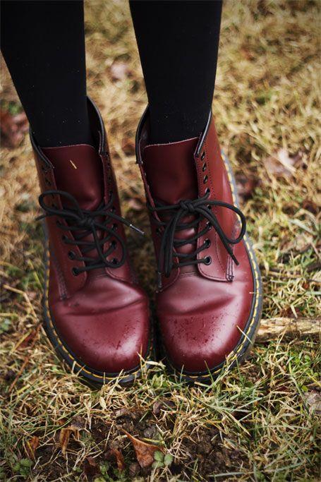 зимние ботинки dr. martens красные