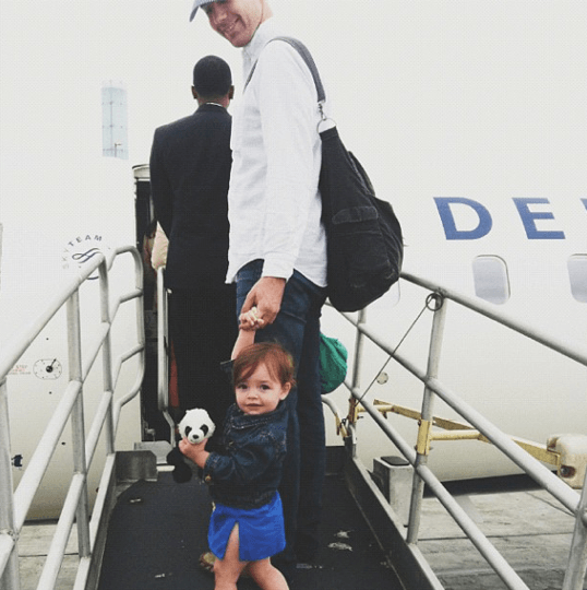 8 способов развлечь ребенка в самолете без гаджетов