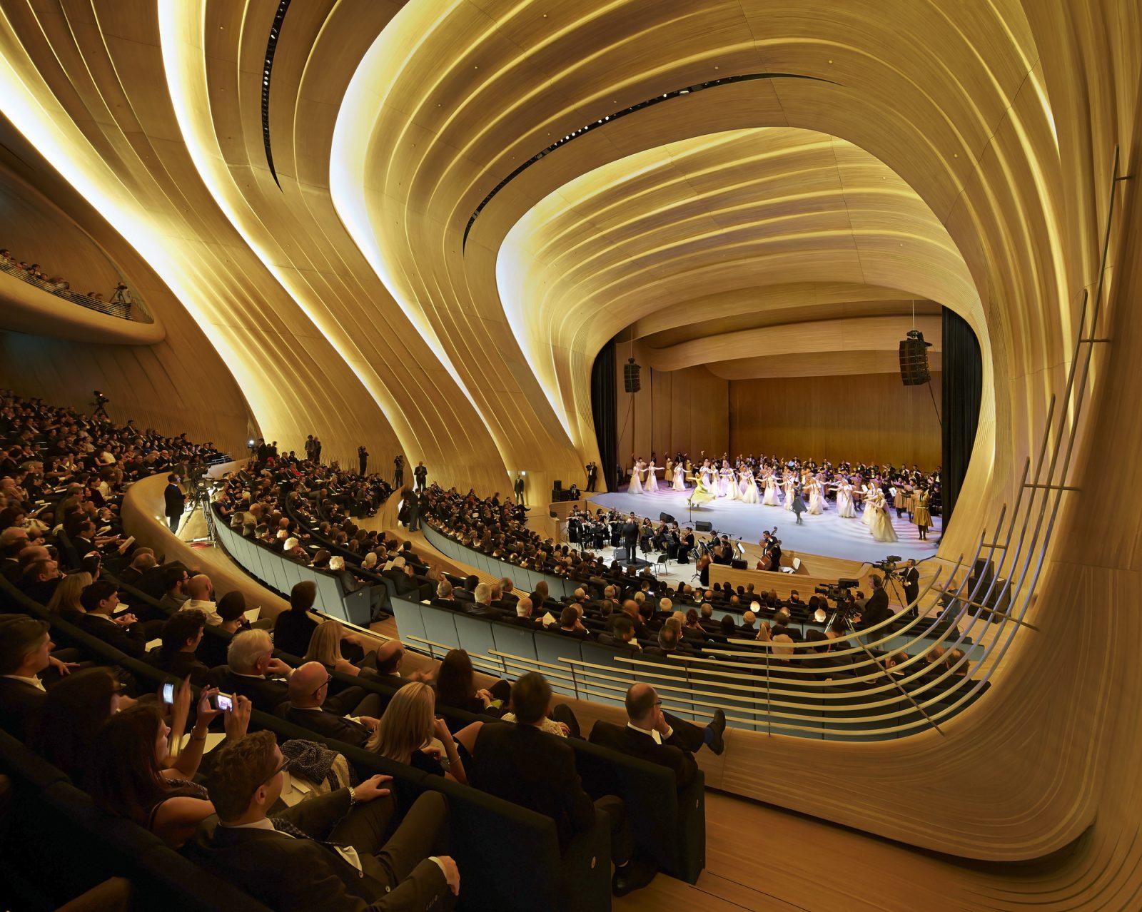 концертный зал Центра Гейдара Алиева в Баку проект Захи Хадид