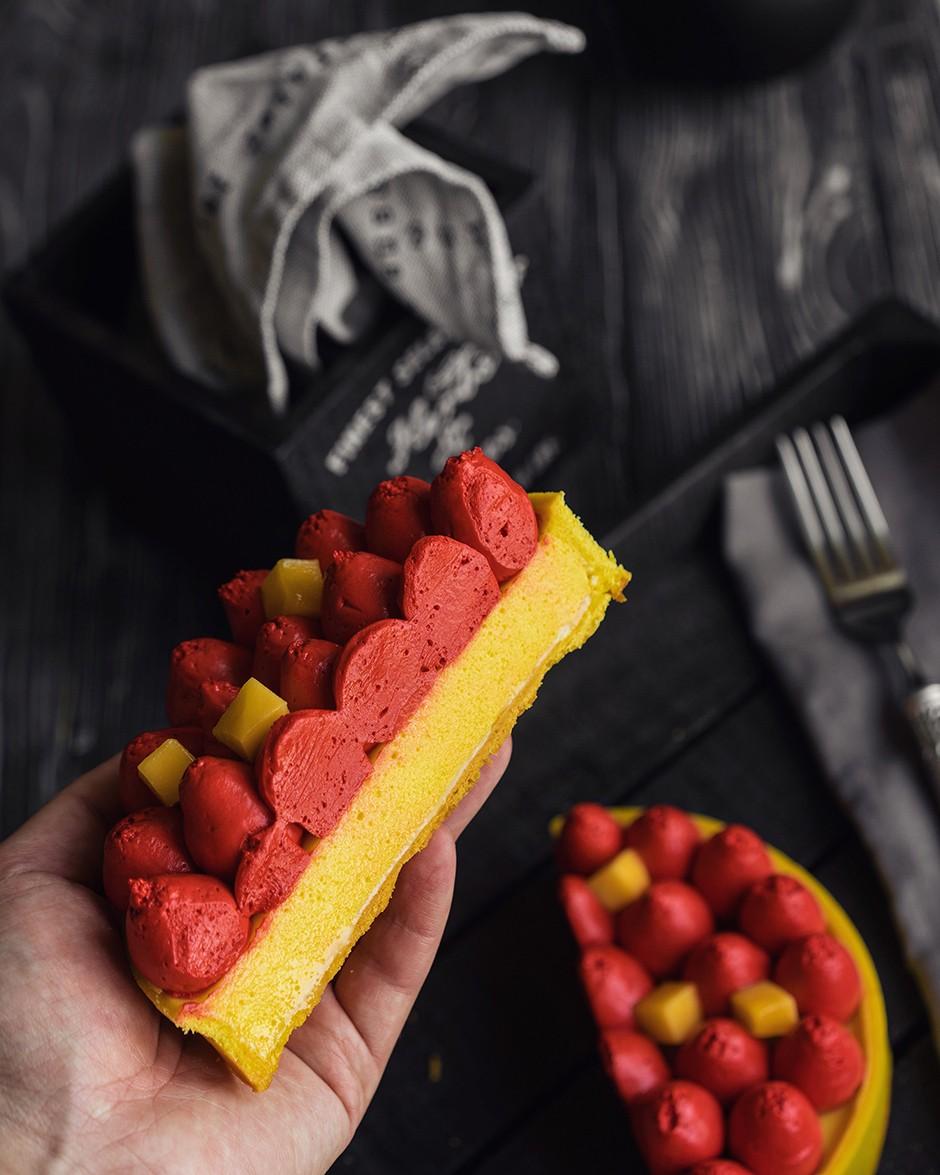 Тарт с манго и малиной