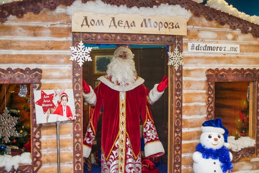 Дед Мороз встречает гостей вместе с Mothercare