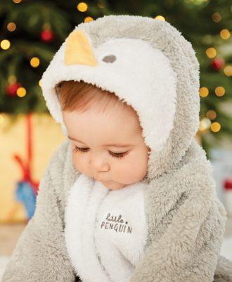 Первый Новый год ребенка: как встречать, во что одеть, что подарить?
