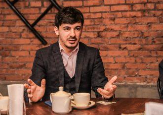 Актер Алексей Марков представил свою книгу на завтраке Hipsta Mama в Петербурге