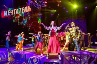 Премьера музыкально-циркового шоу «Мечтатели» собрала звезд и детей-сирот