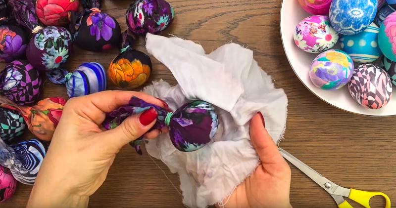 Еще один забытый способ окраски пасхальных яиц