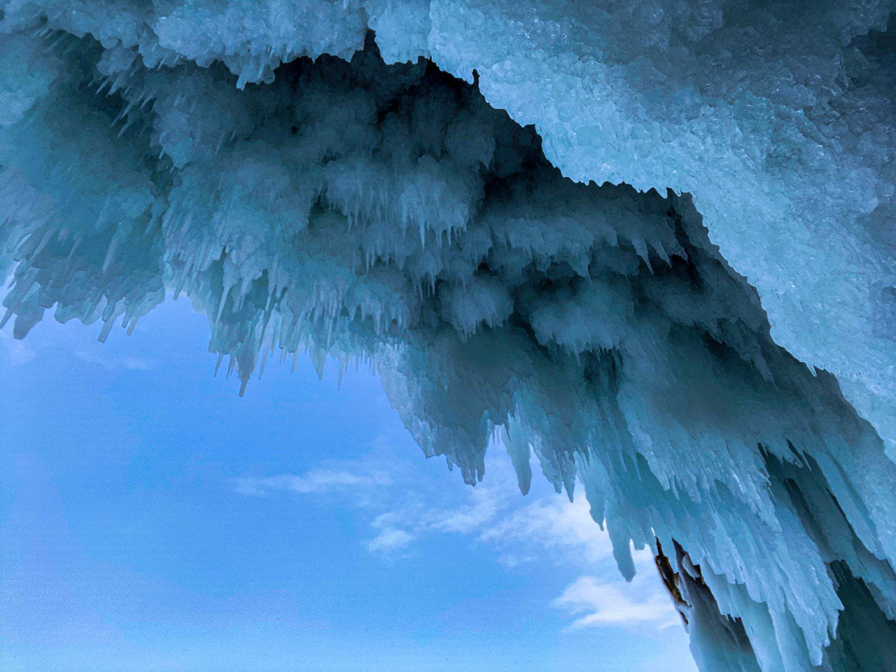 Ледяные гроты и пещеры Байкала